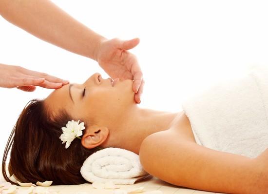 Limpeza de pele para eliminar cravos, espinhas e impurezas